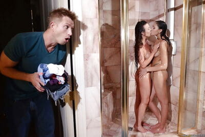 Hot teens Alice Lighthouse and Ariana Marie mouth to mouth stripped in shower