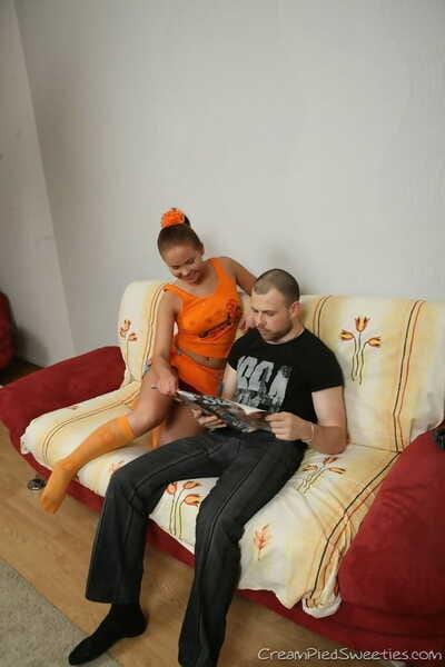 かわいい アマチュア Masha 示 彼女の 価値ある ass 中 乗り a 蛇 に オレンジ 膝 ソックス