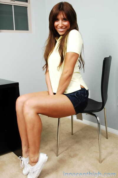 Latin hottie teen with a hot ass Bella Rey sheds her clothing unveiling average scones