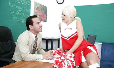 Marvelous cheerleader Tessa wants a good pussy lick with strings off