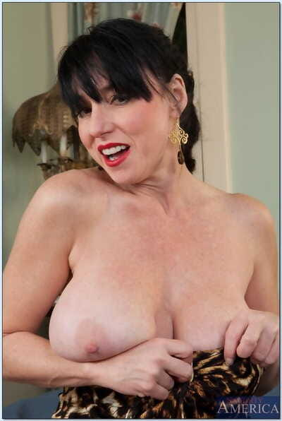 Stunning full-grown with huge breasts Jewels Jade gets team-banged hardcore