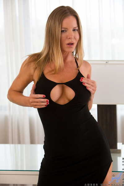 Amateur MILF Amber Michaels exposes her surprising bosom and toys herself