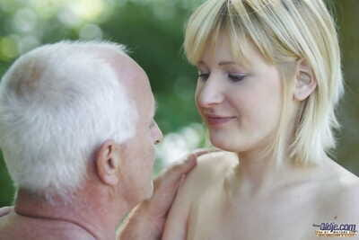 Hungry golden-haired girl benefits from on her knees as was born in the park to give oldman fellatio