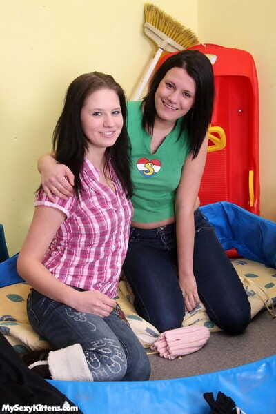 collant Femelle sur Femelle les filles dans Jeans bande pour Un chaud tribbing et Doigté Session