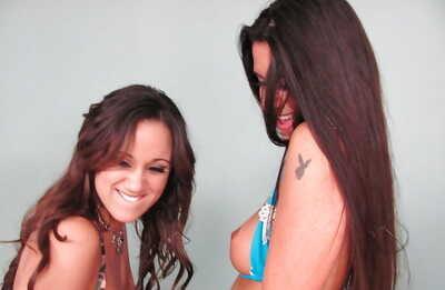 วัยรุ่น ผู้หญิง กับ นิกกี้ แดเนียล กำลั groupsex กับ Bukkake