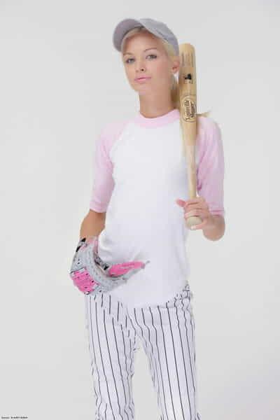 baseball cutie Francesca verliert Ihr uniform zu zeigen Ihr Lean Kleinkind Körper