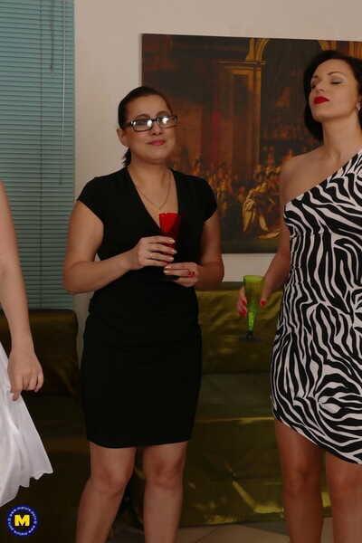 Mature.nl Artemia- Audrey- Camilla- Gilda- Helga- Nikita V- Sharon