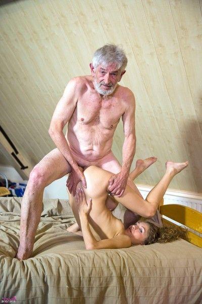 Малышки порно дед