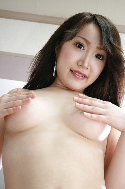 Charming oriental amateur Makoto Mukai undressing and stretching her underside lips