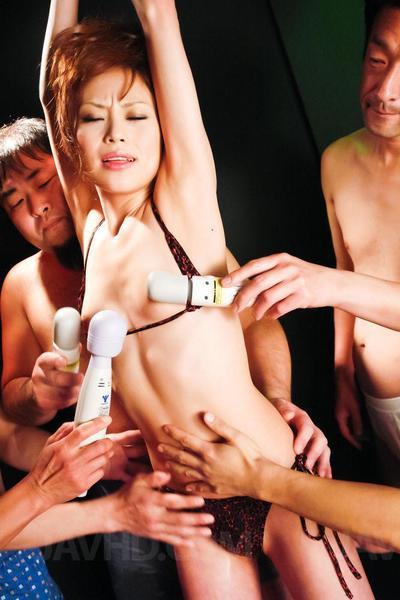 Miina Yoshihara var bir alışılmışın dışında Japon genç Kim keskin için için Bayram Üzerinde  ve oral seks Sıcak dick su çekim