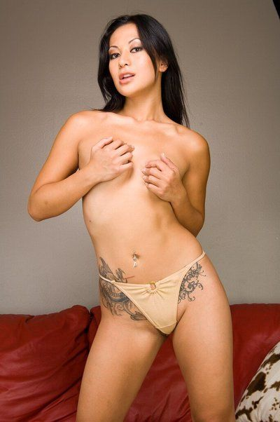 Tattooed Chinese Gianna Lynn takes off jeans short skirt and kinkily plays with bawdy cleft