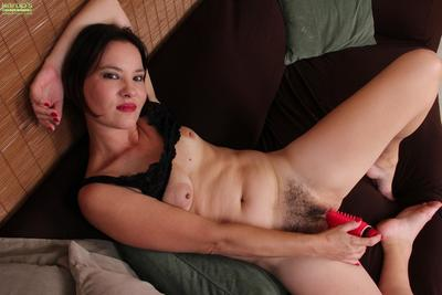 Mucky Chinese milf Sharee Jones is deeply packing her hirsute slit with the marital-device