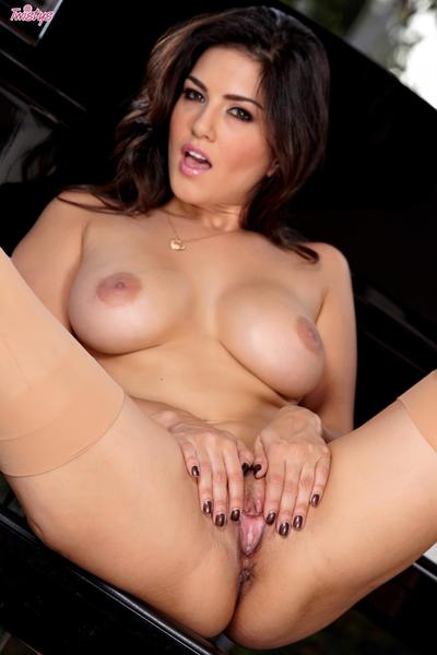 The Oriental pretty with huge mambos Cute Leone is stretching legs widely wanking it