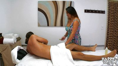 Strapping Oriental masseuse Gigi Skye giving pleasuring ultimate tugjob