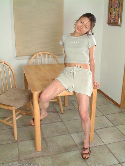 الكورية عدد 1 توقيت lilianna الانزلاق سلاسل أكثر جردت الساقين في المطبخ