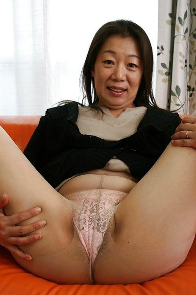 Chinese calm brunette hair Yoshiko Makihara is showing off in appealing pipe