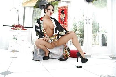 Stupendous eastern MILF on high heels uncovering her nice-looking changes direction