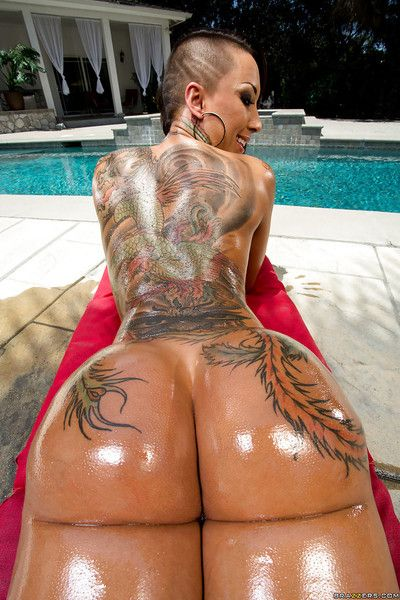 Tattooed Japanese girl Bella Bellz demonstrates her faultless a-hole