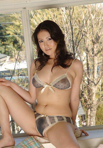 Nice-looking sweaty Eastern hottie Takako Kitahara enjoys in exposing her appealing arse for the camera