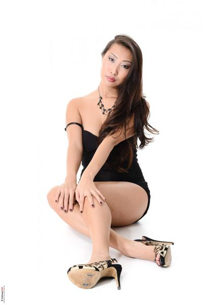 Oriental darling Sharon Lee takes vast wobblers lacking the dom and plays with the gentile