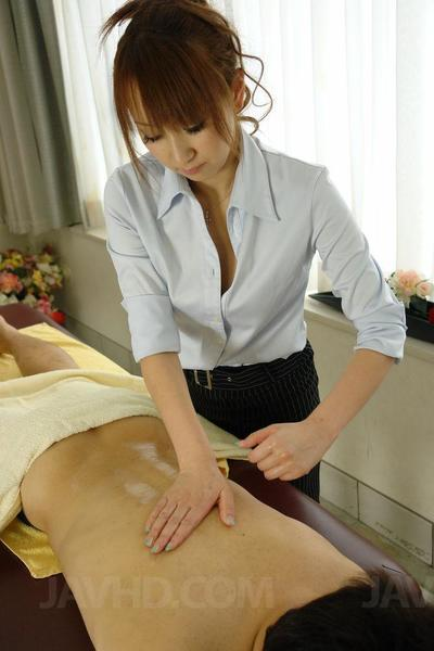 Anna Mizukawa is an Oriental masseuse who treats her subservient with profound blow job pleasures