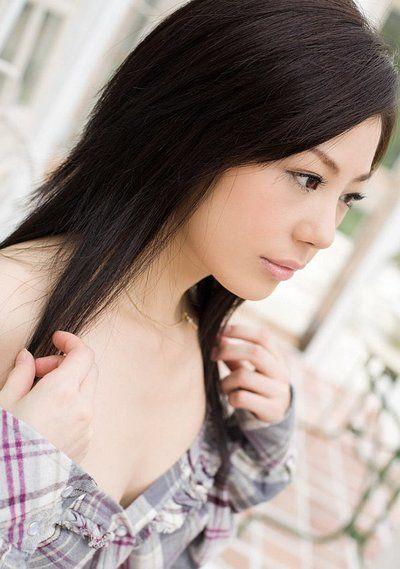 القذرة الصينية سمراء الشعر Takami هوى يتمتع في مما تماما عارية بالنسبة على يعيش الكاميرا
