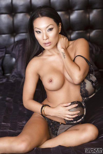 Renowned Eastern pornstar Asa Akira loosing huge front bumpers from wild underware