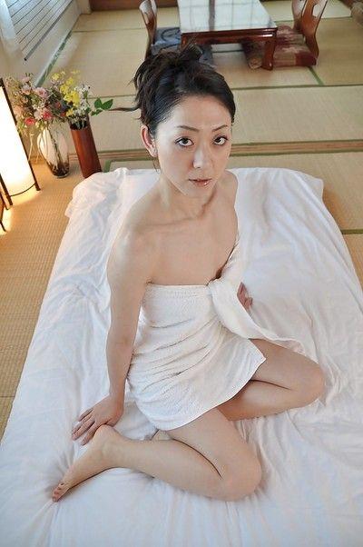 Surprising brunette hair Saeko Kojima is demonstrating her Eastern miniature pantoons