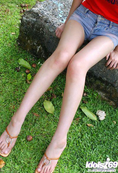 Skinny Japanese dear with crave legs Minami Aikawa exposing her polite crooks