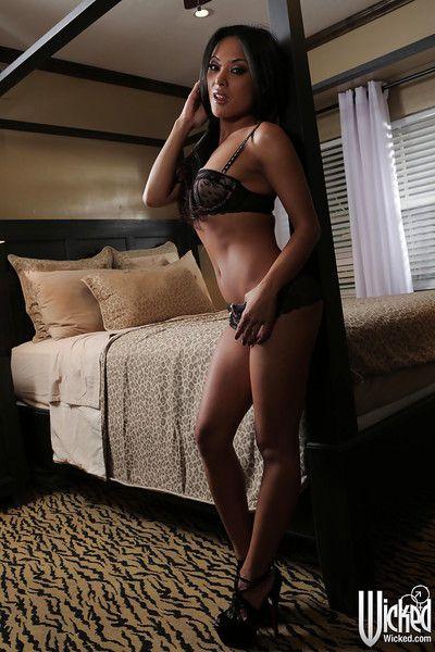 Eastern brown hair milf Kaylani Lei is revealing her inexperienced underclothes