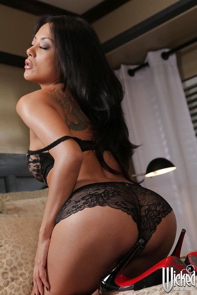 Eastern brown hair milf Kaylani Lei is revealing her inexperienced underclothes