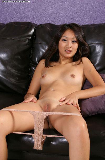 Sonriendo oriental hottie Evelyn Lin Con suave mojado crack toma off su Kimono y encaje ropa interior
