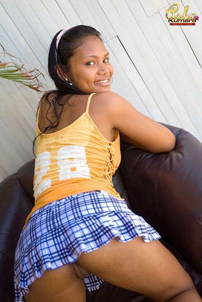 भारतीय किशोरी आशा कुमारा बनाता है कहते हैं कोई प्रचलित शर्ट बिखेरा हुआ प्रचलित शो स्तन