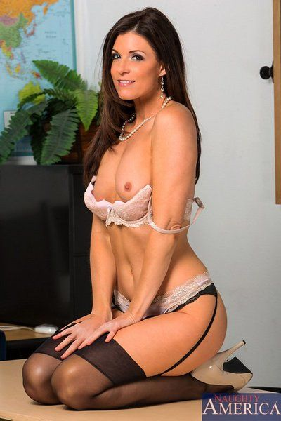 MILF model India Summer is gonna show how much she loves cum shots in this gallery.