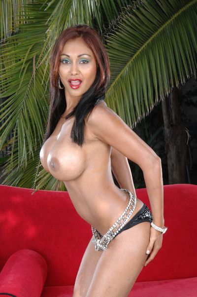 Priya rai strips plus shows off her meticulous big boobs outdoors