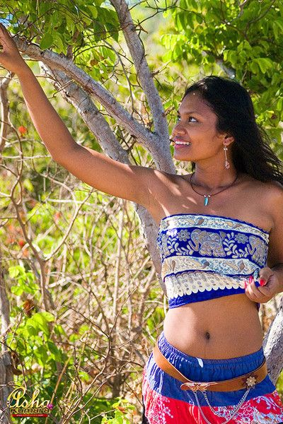 Teen asha lifts her india explicit plus exposes unilluminated nipples