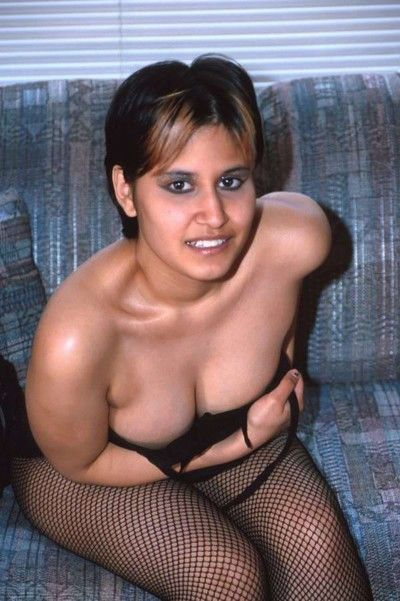 Slow-witted indian skirt takes off her top