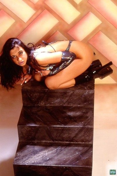 Alluring indian slut shows her twat