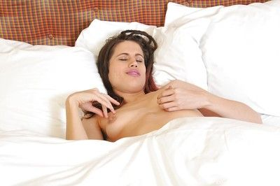 Hot babe Kitty Bed out posing unadorned on the bed and toying her gradual cunt