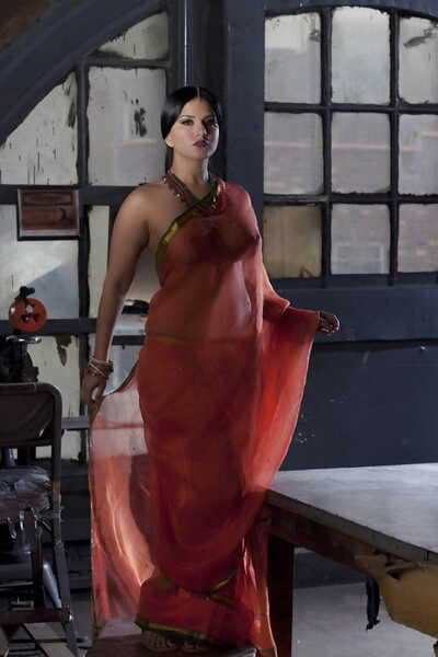 Leader merely girl Sunny Leone models merely regarding see thru Indian attire