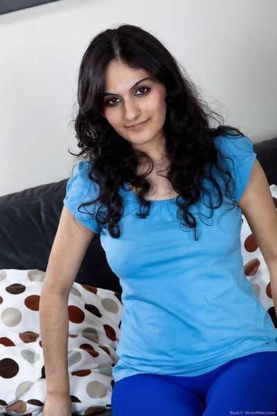 Pretty Victorian arab girl riani masturbating - fastening 896