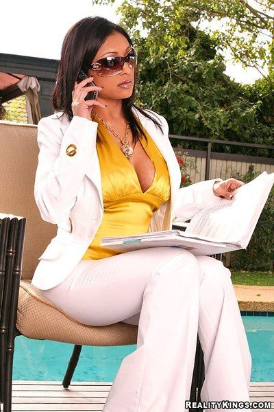 Juggy indian Priya Rai strips off their way do a snow job on white suit together with takes heavy gumshoe involving..