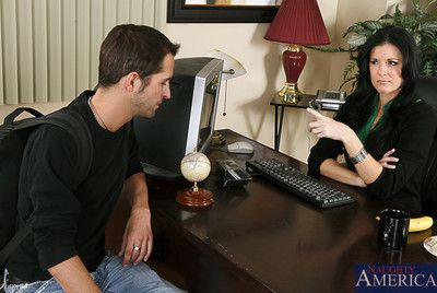 Brunette milf in raven stockings India Summer easily seduces be transferred to guy be useful to hardcore