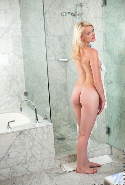 Étonnantes et découragés blonde adolescent près de dramatiser effacer air gros botheration est se masturber Son chatte près de
