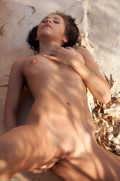 Comminuted catholic makes nude art outdoors and lets you admire their way young pussy